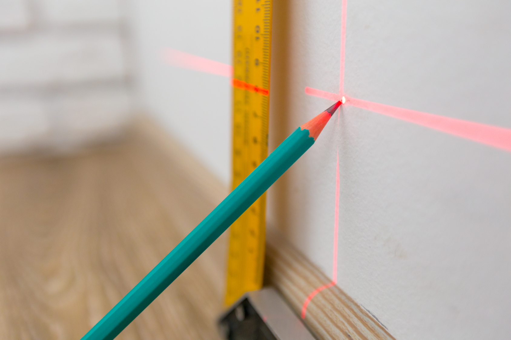Laser level and lines on the wall